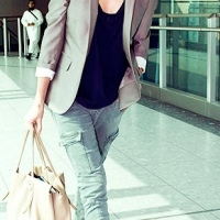 Charlize Theron : Celebrity Casual