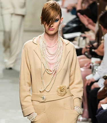 chanel-resort2014-runway-01_113349802188