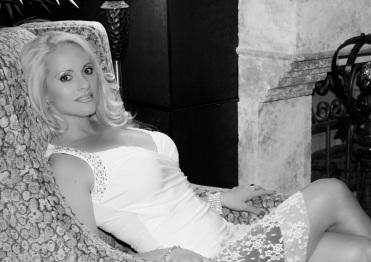 Jacqueline_Jax_Lace_skirt_blk_cream